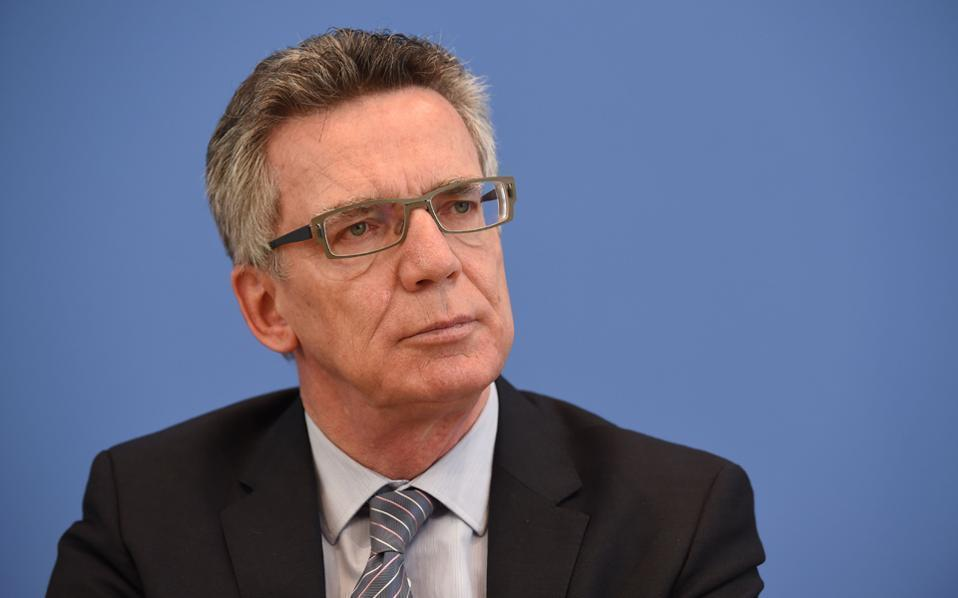 German Interior Minister Thomas de Maiziere (left) tells Kathimerini that the refugee pact between the European Union and Ankara is working. He would like to see similar agreements with other states.