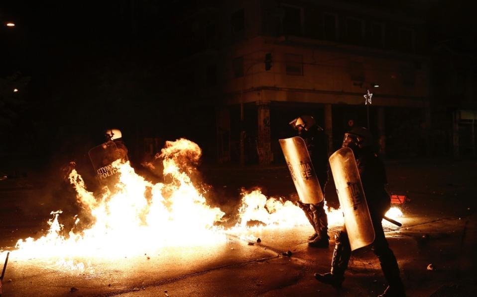 riot_police_web