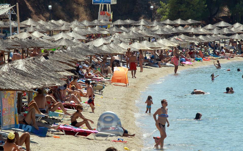 tourists_beach_halkidiki_web