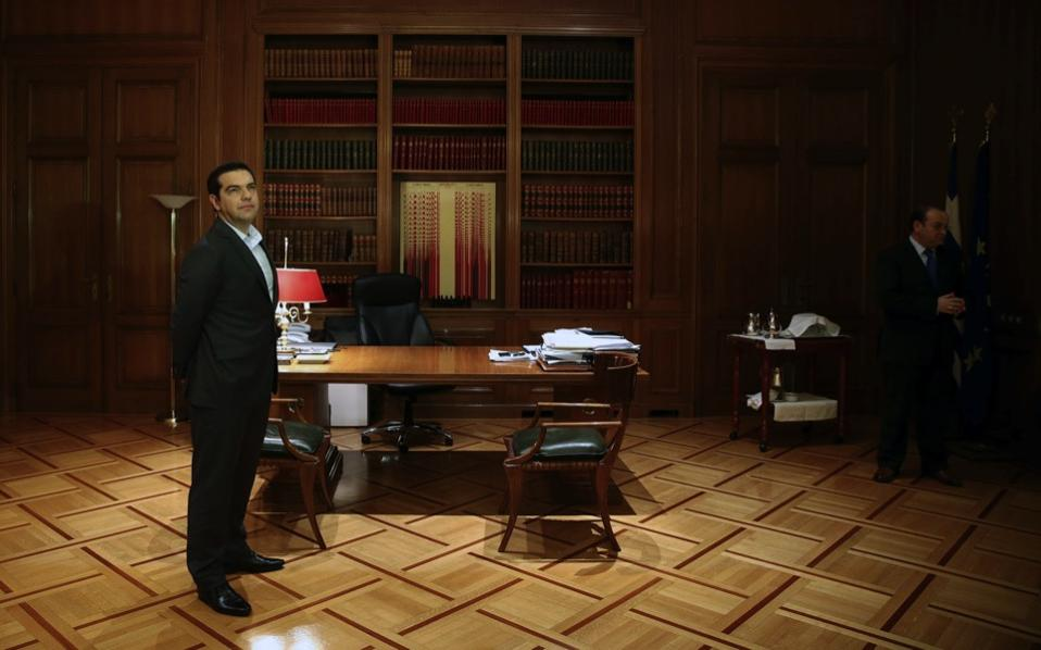 tsipras_waiting_web