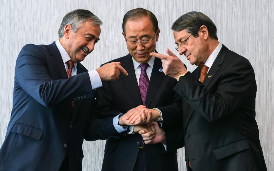 United Nations Secretary-General Ban Ki-Moon (c) poses with Turkish-Cypriot leader Mustafa Akinci (l) and Greek-Cypriot President Nicos Anastasiades (r) at the beginning of Cyprus peace talks in Mont Pelerin, Switzerland, November 7. The two-day talks failed to strike a deal. [Fabrice Coffrini/EPA]