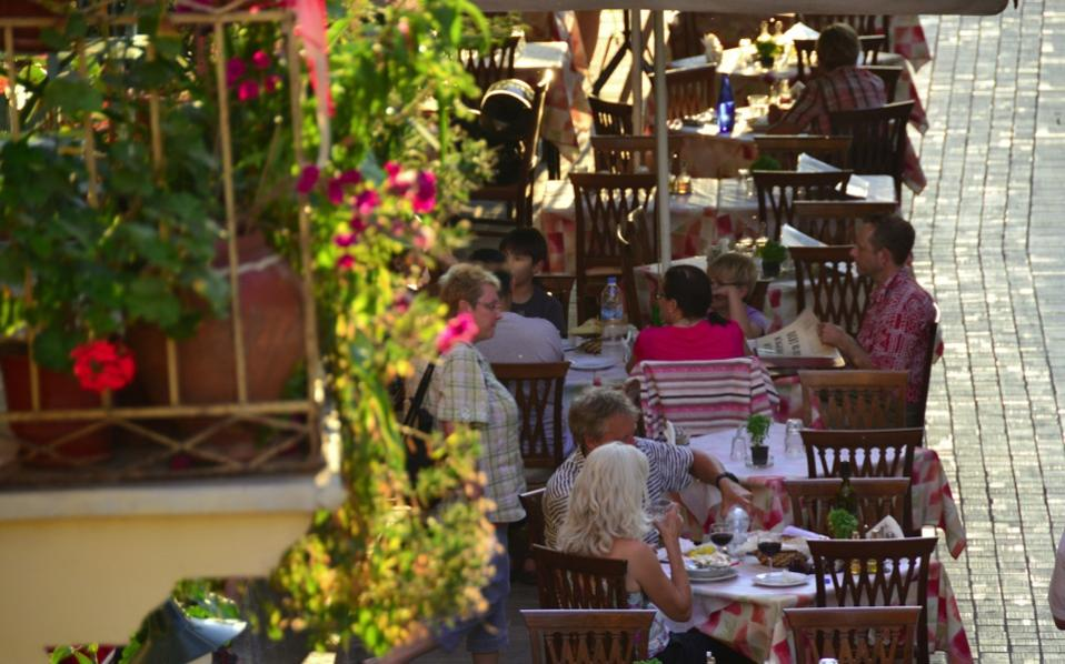 tourists_taverna_nafplio_web