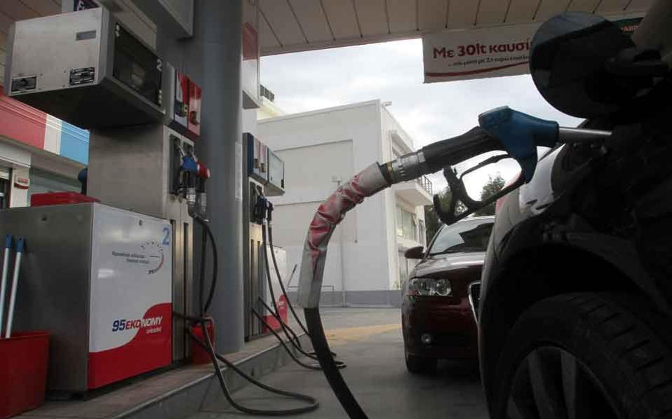 fuel_station_cars_web