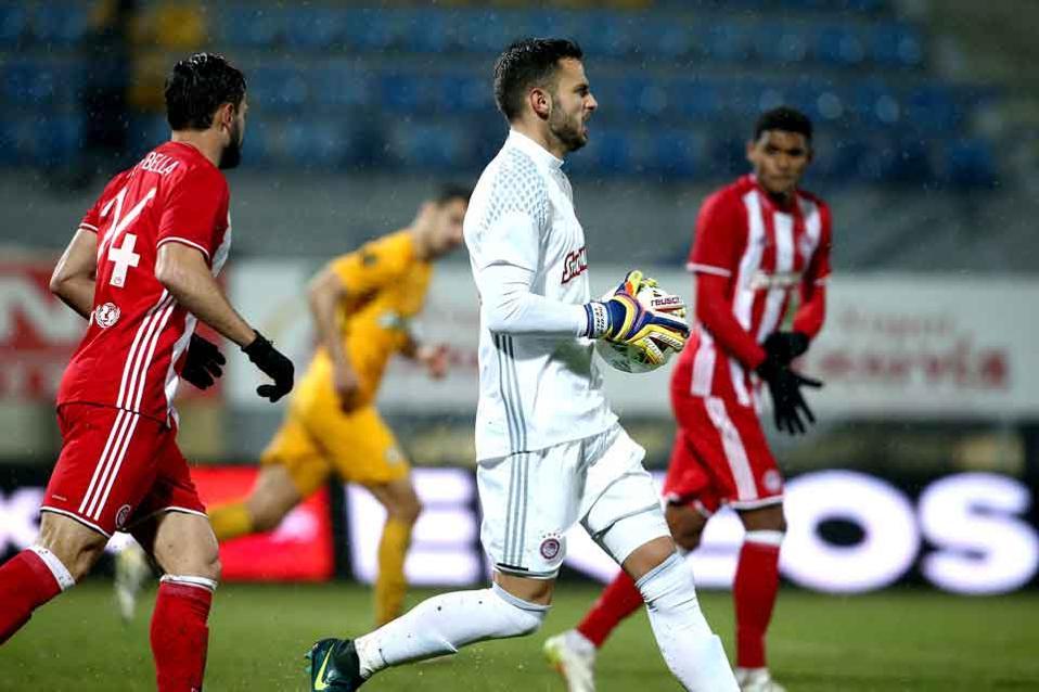 Italian keeper Leali kept Olympiakos's goal intact.