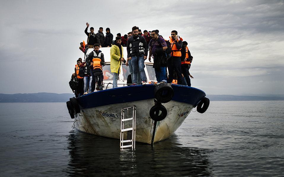refugee_boat_web