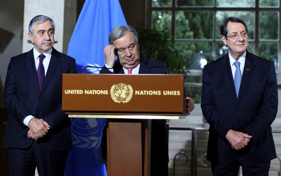 UN Secretary-General Antonio Guterres (c) speaks next to Cyprus President Nicos Anastasiades (r) and Turkish Cypriot leader Mustafa Akinci. The highly anticipated Conference on Cyprus began yesterday in Geneva.