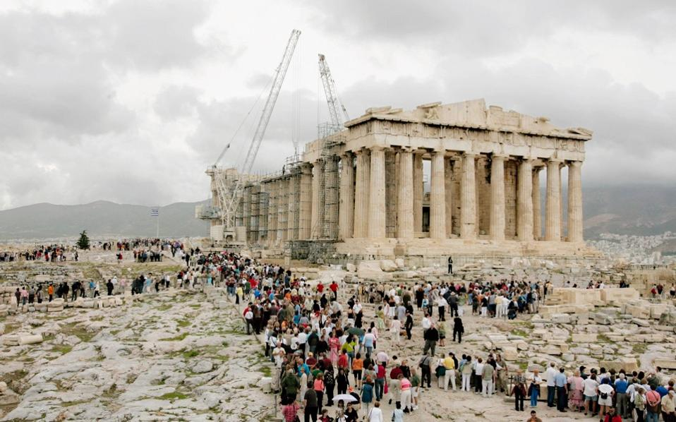 acropolis_crowds