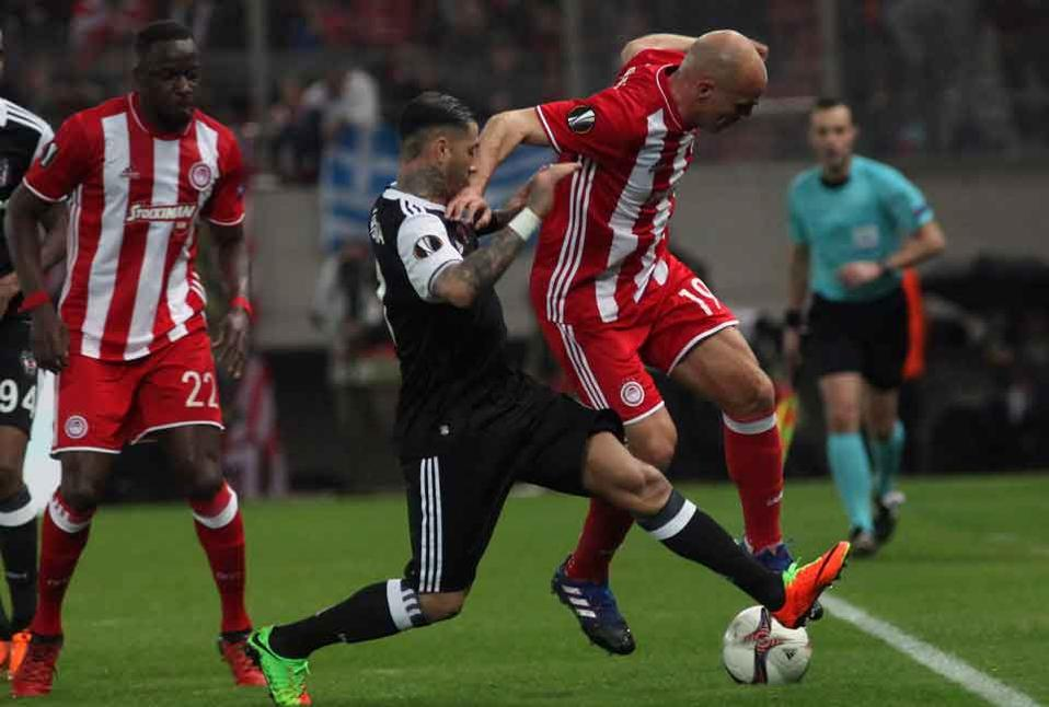 Esteban Cambiasso vies for the ball with Besiktas's Ricardo Quaresma.