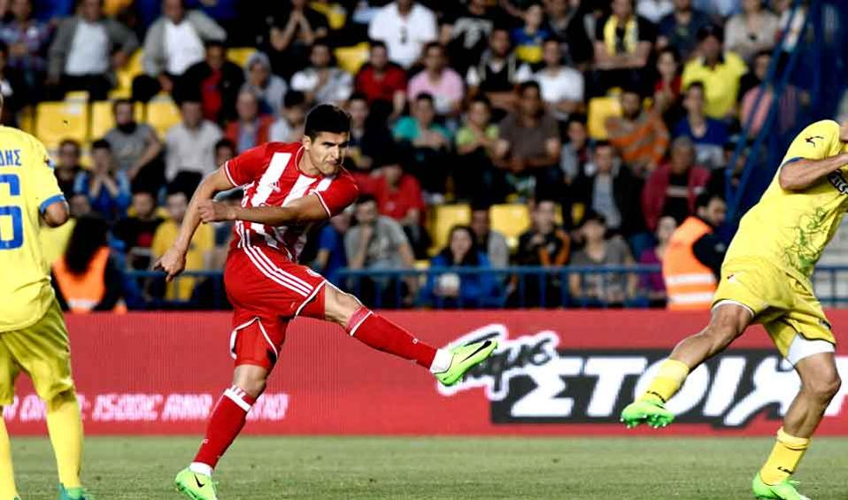 Tariq Elyounoussi scored the season's last goal for champion Olympiakos, at Panetolikos.