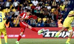 Tariq Elyounoussi scored the season's last goal for champion Olympiakos, at Panetolikos.