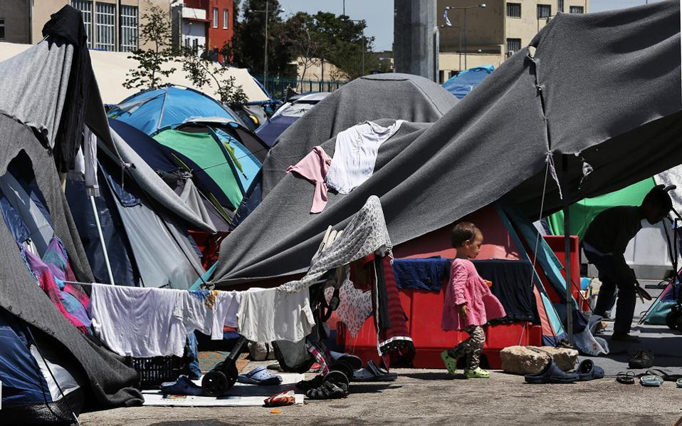 migrants-tents