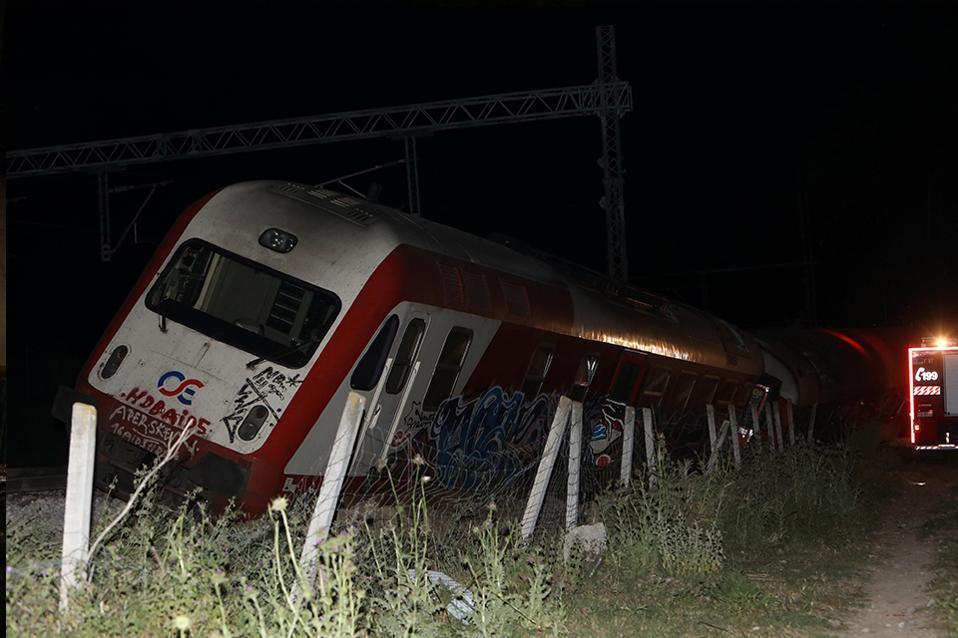 train_derailed_web