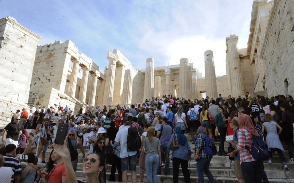 acropolis_crowd