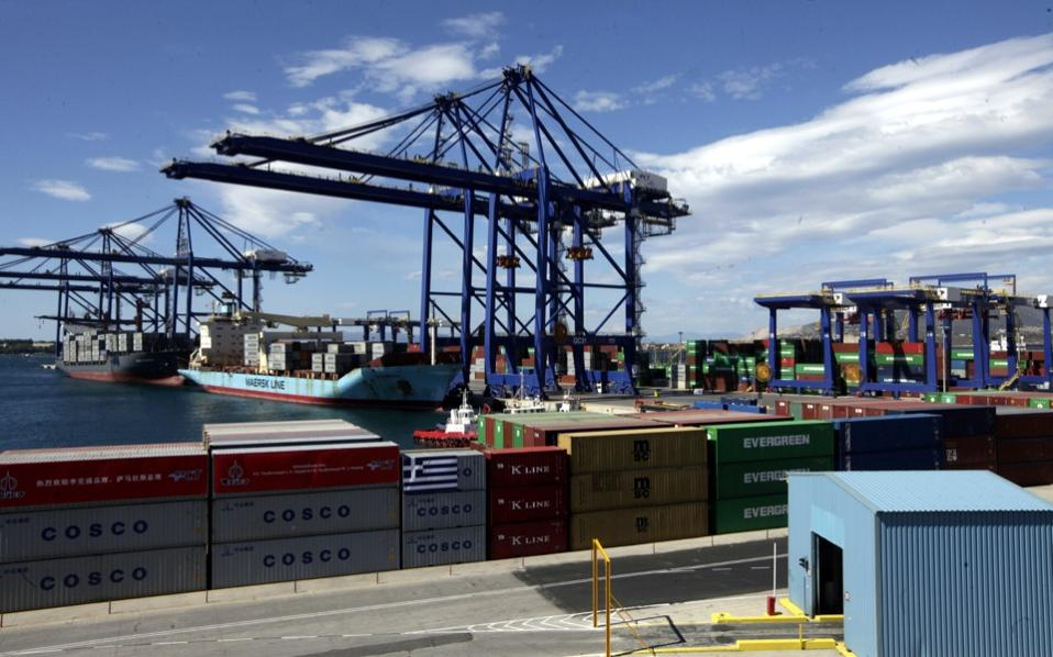 Shanghai Port teams up with Greece's Piraeus to boost container traffic