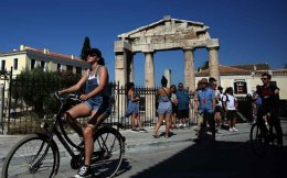 tourists_bicycle_athens_web