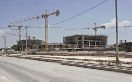 Alpha Bank is pushing for the completion of the mall that Babis Vovos had started developing at Votanikos.