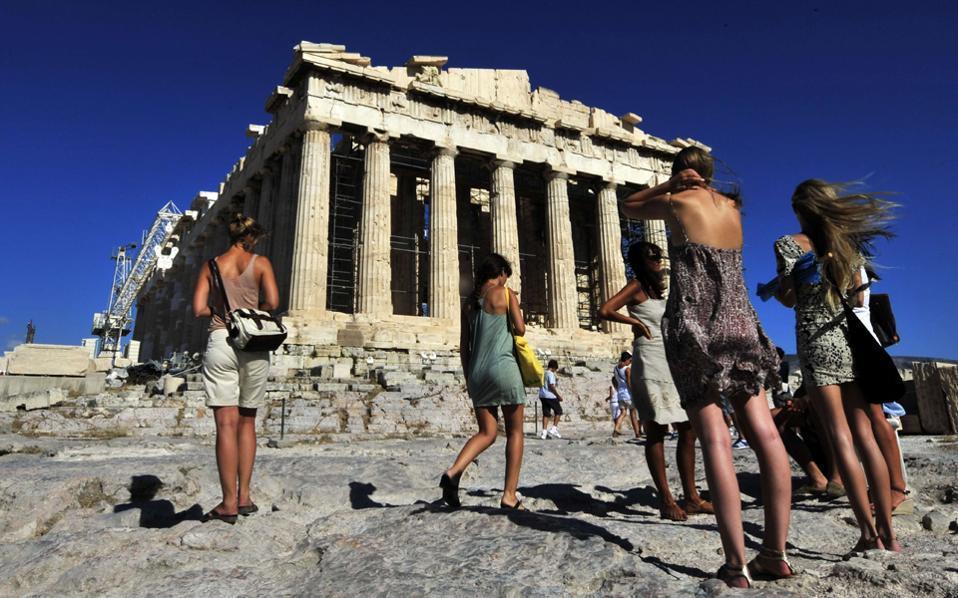 tourists_web
