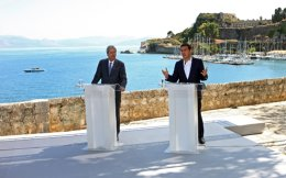 Prime Minister Alexis Tsipras (r) and his Italian counterpart Paolo Gentiloni (l) participate in a joint press conference during 1st Intergovernmental Conference between Greece and Italy, in Corfu island, Thursday.