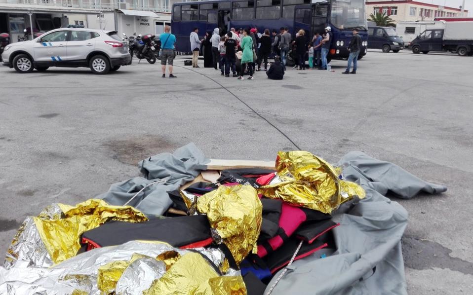 lesvos_port_refugees