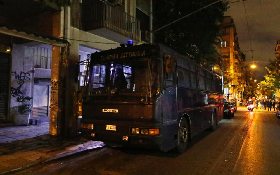 """Shots fired at Greek socialist party headquarters"""""""