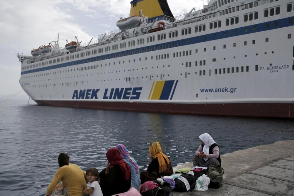 refugees_ship_web-thumb-large
