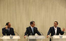 Cyprus President Nicos Anastasiades (c), Greek Prime minister Alexis Tsipras (r), and Egypt's President Abdel-Fattah el-Sissi (l), talk to the media during a press conference after their meeting at the presidential palace in capital Nicosia, on Tuesday.