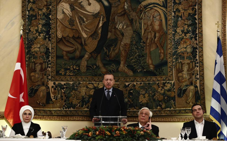 Turkish President Tayyip Erdogan speaks during a state dinner at the Presidential Palace in Athens on Thursday. The event was attended by Greek Prime Minister Alexis Tsipras, Greek President Prokopis Pavlopoulos, and Erdogan's wife Emine Erdogan.