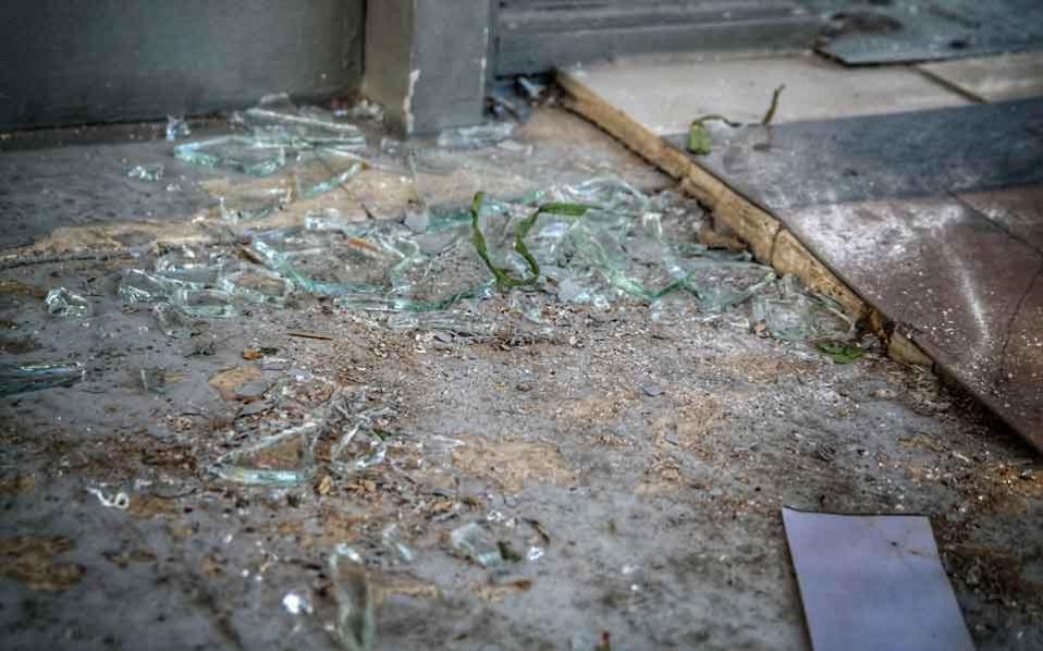 glass_broken_market_in_web