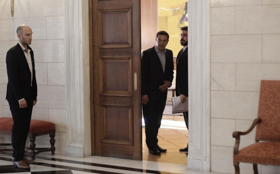 tsipras_waiting_office
