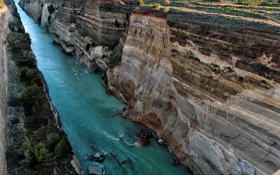 corinth_canal_landslide_web