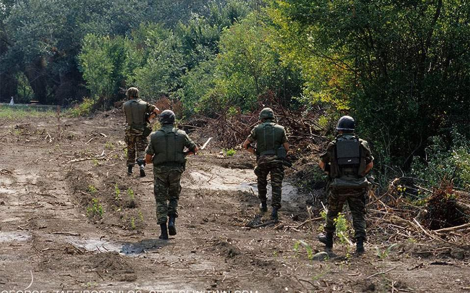 Greek soldiers on patrol accidentally stray into Turkey