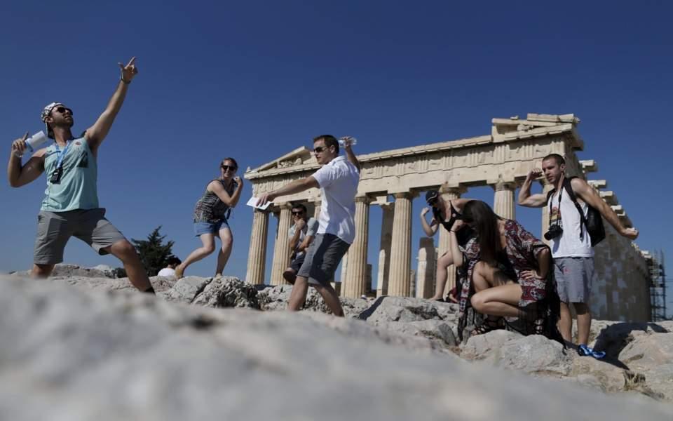 tourists_selfies_acropolis