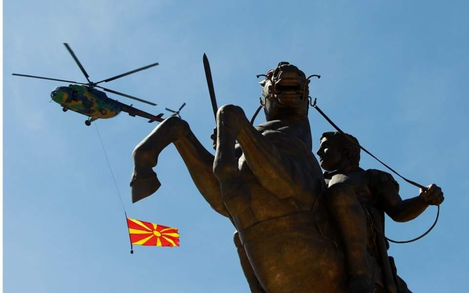 skopje_statue_flag
