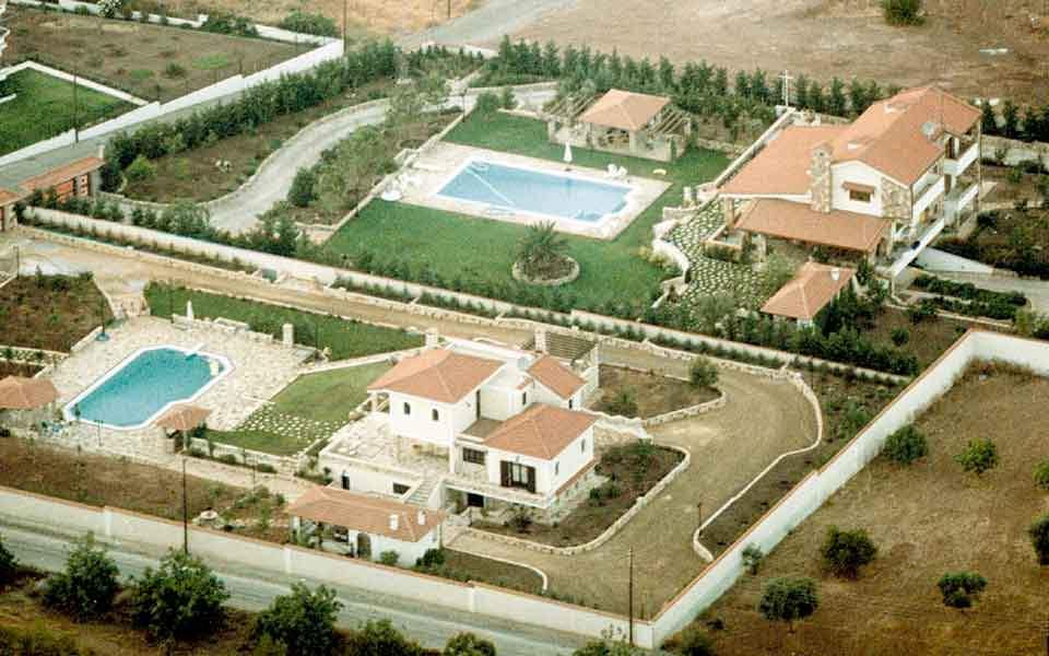 holiday_homes_pools_web