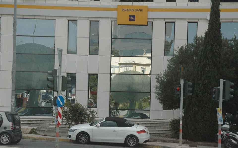 piraeus_bank_car_web