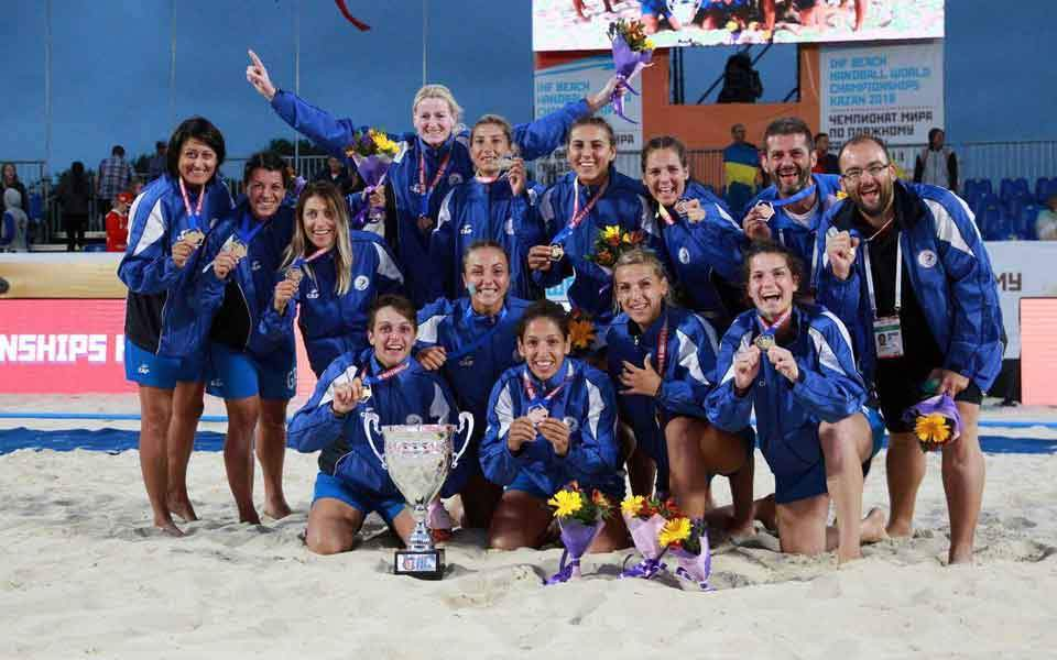 najnowszy Nowa kolekcja ujęcia stóp Greece unlikely world champion in women's beach handball ...