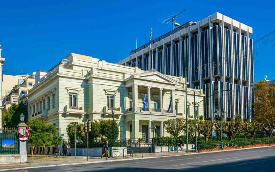 Greece and Russian Federation  expel diplomats - English