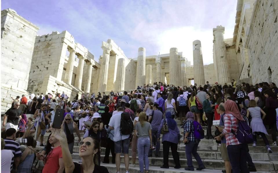tourists_flood_acropolis_web
