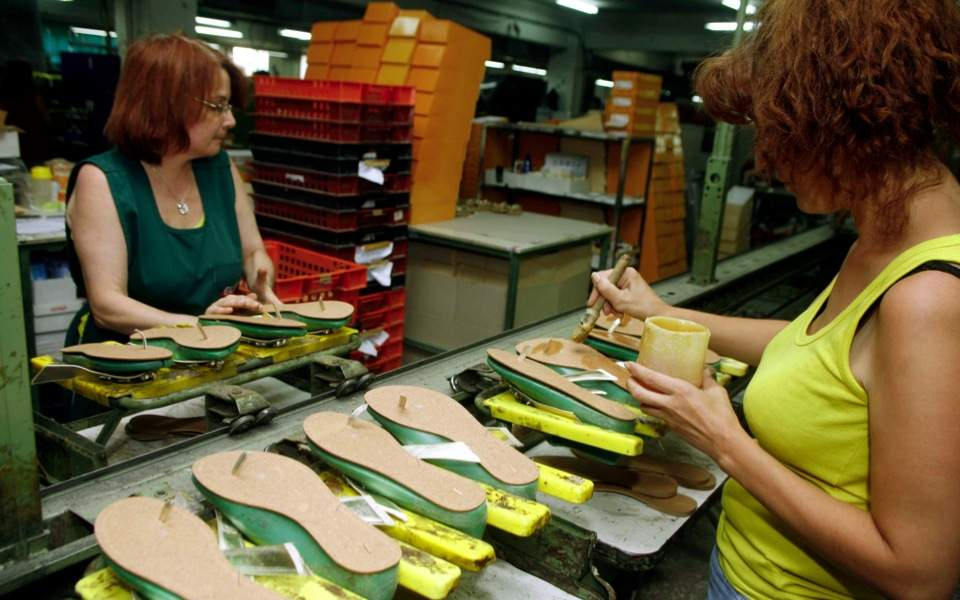 workers_shoe_factory_web