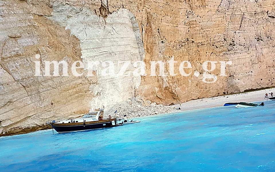 Massive cliff chunk collapses onto beach in Greece