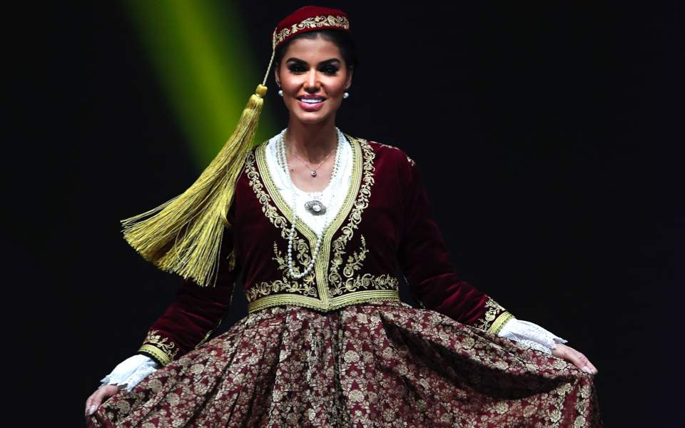 Miss Greece poses in national costume | Multimedia