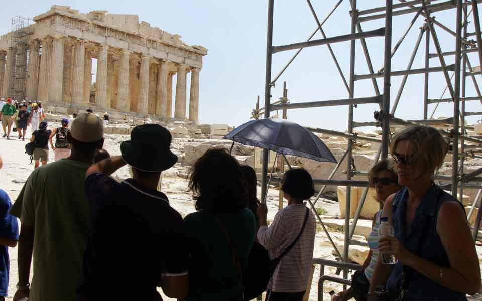 acropolis_tourists_women_web