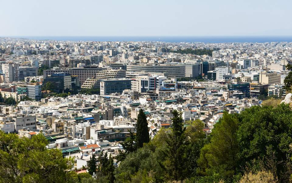 Telegraph: Greek 'golden visas' to AirBnB investors leading to mass