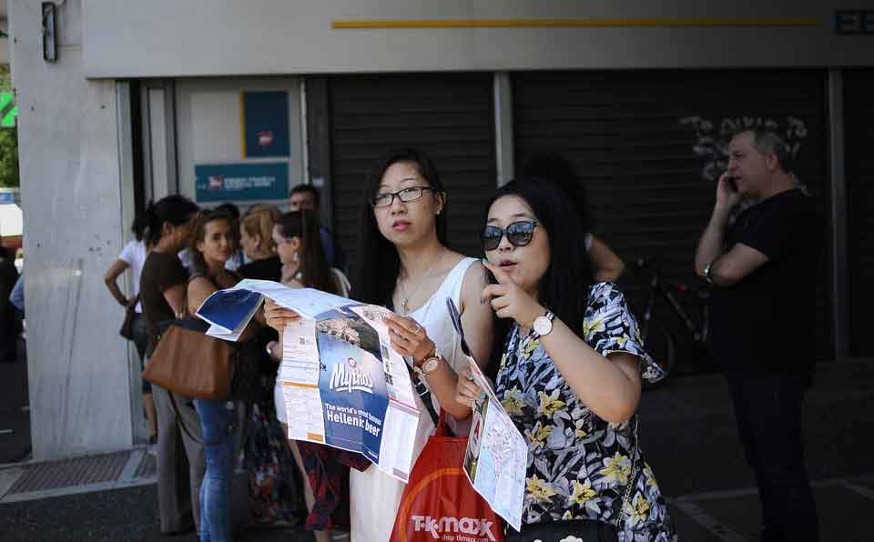 asian_tourists_web