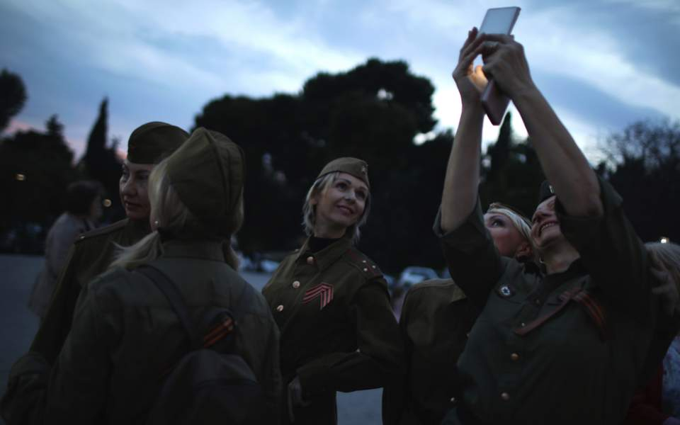 Russian women celebrate Victory Day in Athens