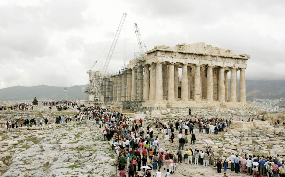 Culture minister recalls resignation requests over Acropolis lift