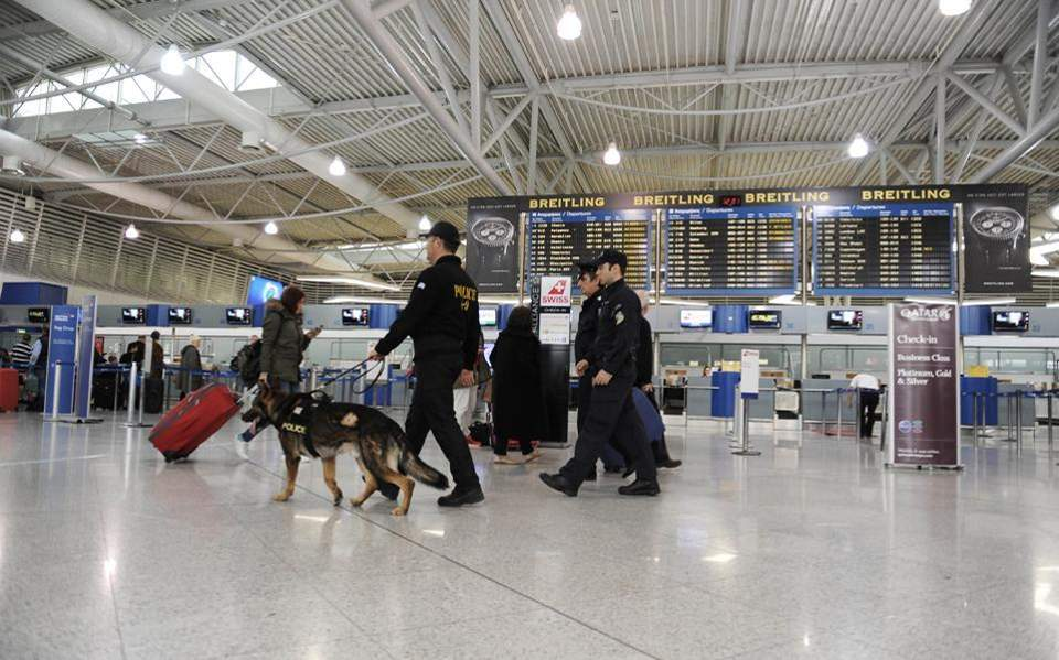Greek police nab two drug smugglers at airports