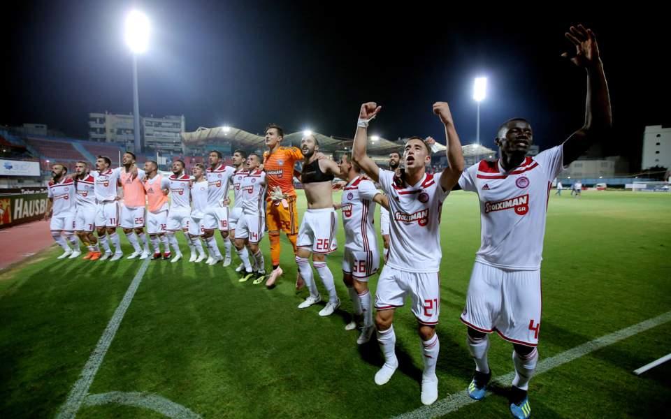 olympiakos_soccer_celebration_web