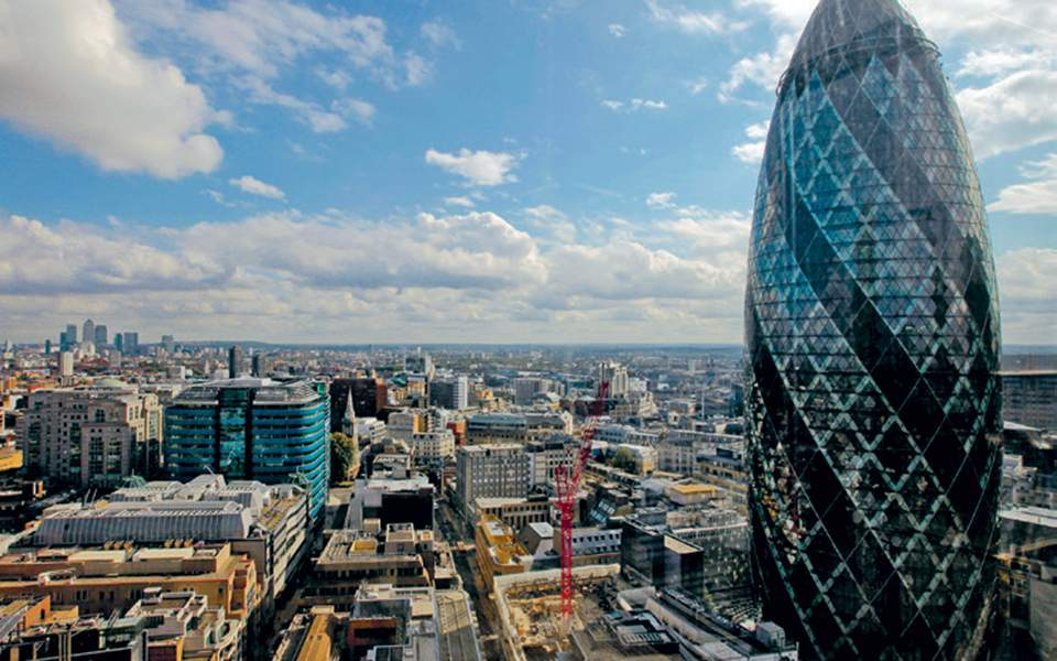 Finance minister in London to promote investments