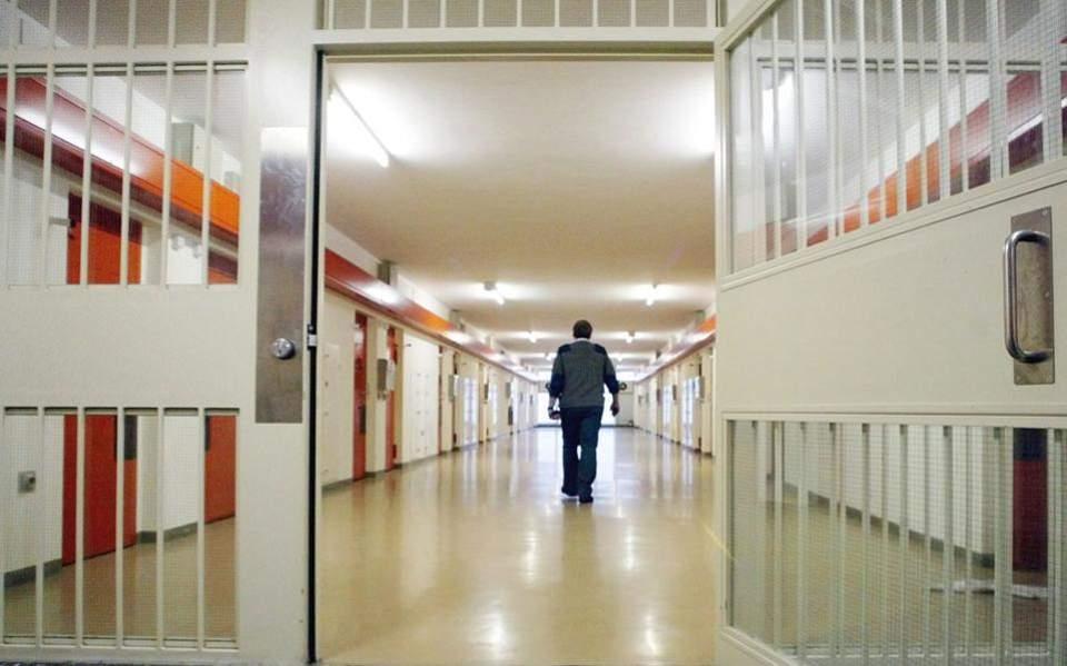 Convict on the run from Cretan prison